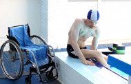 Плавание инвалида-колясочника