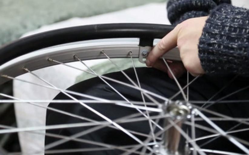Обзор специальных обручей для инвалидной коляски