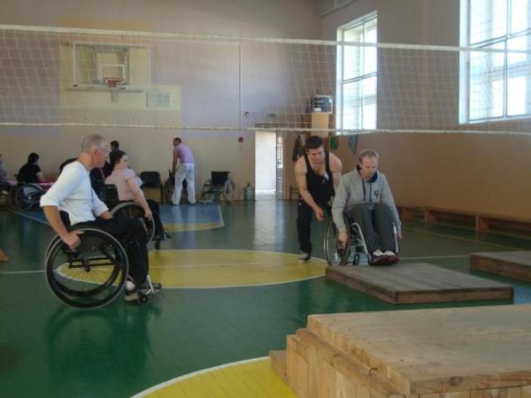 Техника езды на коляске активного типа